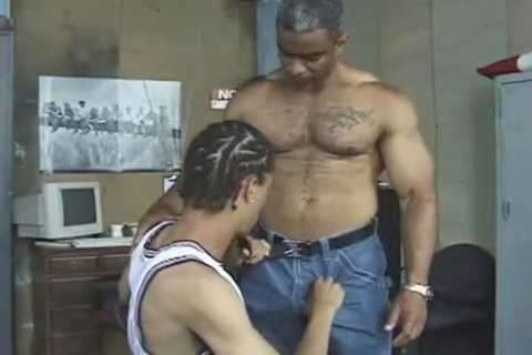 darksome Daddy Teaches Thug How it is Done