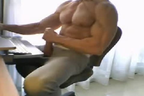 MY MUSCLE DADDY JERKING