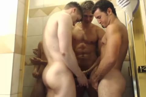 4 gracious boyz Hottest Blowjobs In Shower