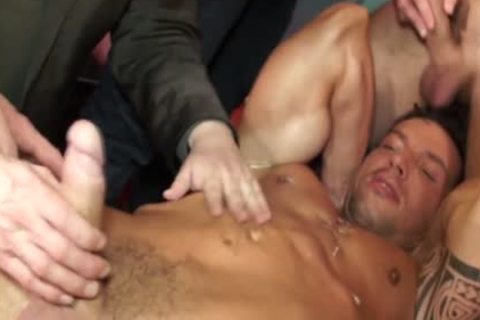 Euro Hunk Drenched In cum During orgy