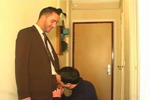 Full clip: A blameless Neighbour Serviced His large cock By A lad!
