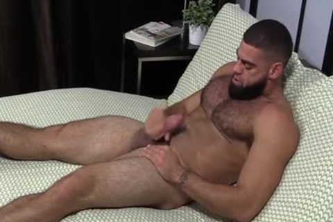 brawny Ricky Larkin wanking Off whilst Toes Are Sucked