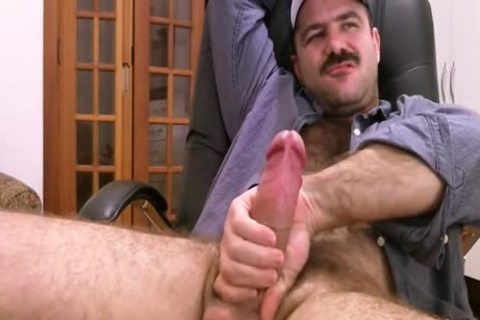 hairy Daddy Strokes plump 10-Pounder & Cums