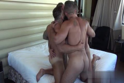Muscle Bear oral stimulation-service With ejaculation