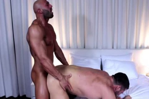 Muscle Bodybuilder oral sex With ejaculation