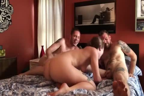 bi-sexual threesome: large penis twinks