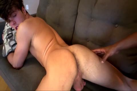 White twink Takes A Gaint black penis bare