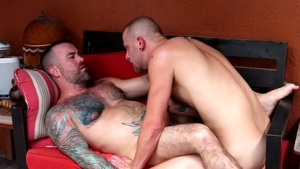 Bear Back: Ago Viera smashed by bear Chandler Scott outdoors