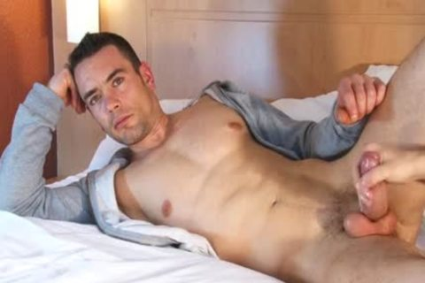Beautifull Hetero Fitness dad acquires Wanked His massive 10-Pounder By A lad !