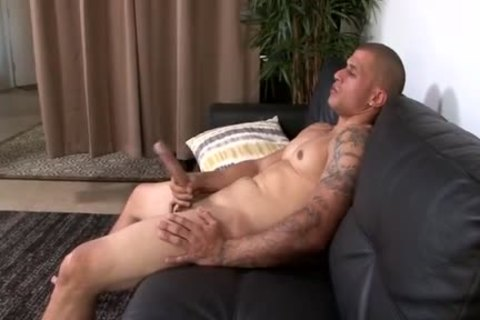 Muscle Latino With monstrous weenie